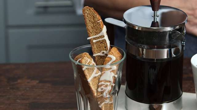 How to Make Iced Gingerbread Biscotti