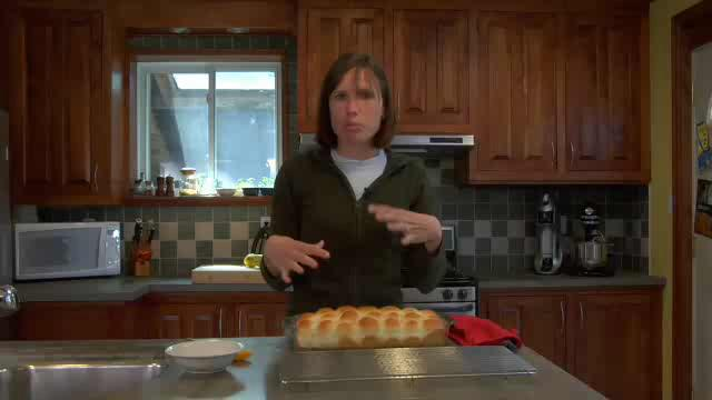 How to Make Granny's Dinner Buns