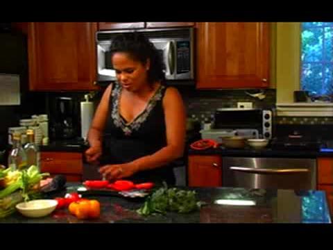 How to Make Heirloom Tomato Salad