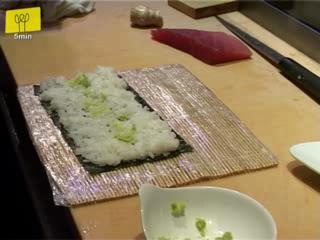 Making Tuna Maki