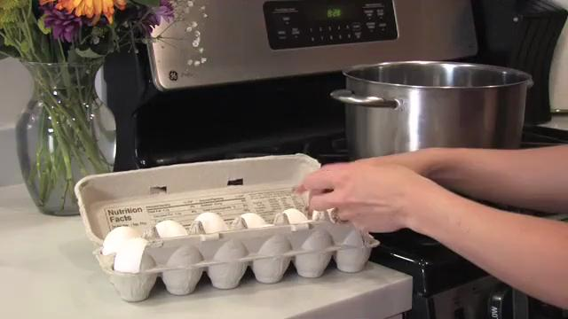 Easy Way to Shell Eggs
