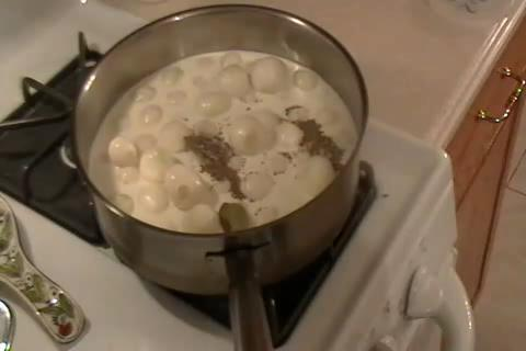 How to Make Tiny White Onions in a Cream Sauce Part 1/2