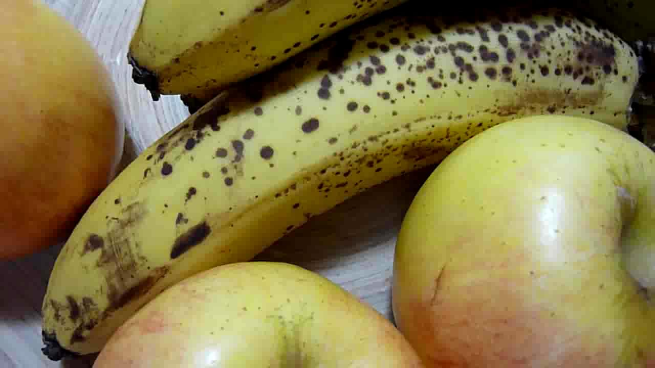 The Nutritional Value of Apples and Bananas