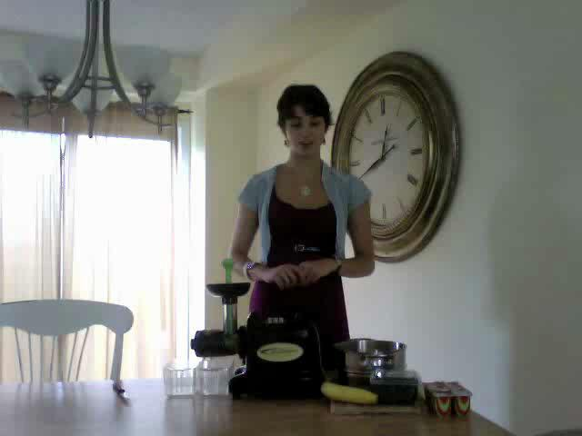 How to Make Homemade Baby Food Using Samson 9001 Juicer
