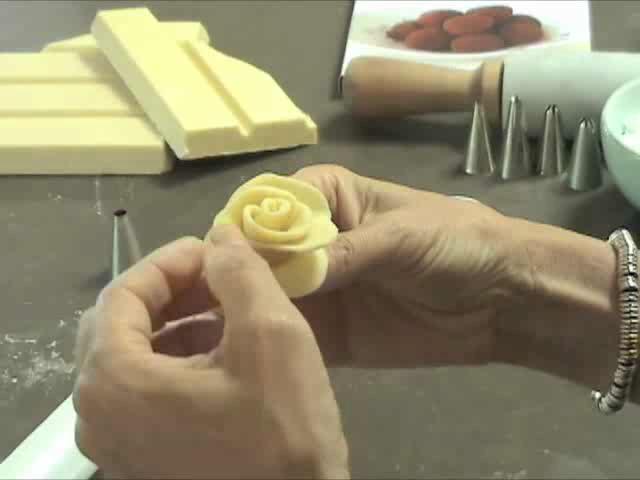 How to Make White Chocolate Roses