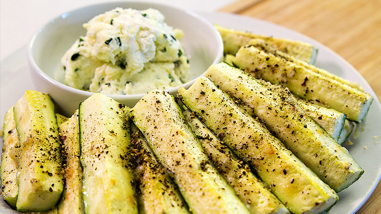 Parmesan Zucchini Spears, Add This to Your New Year's Diet!