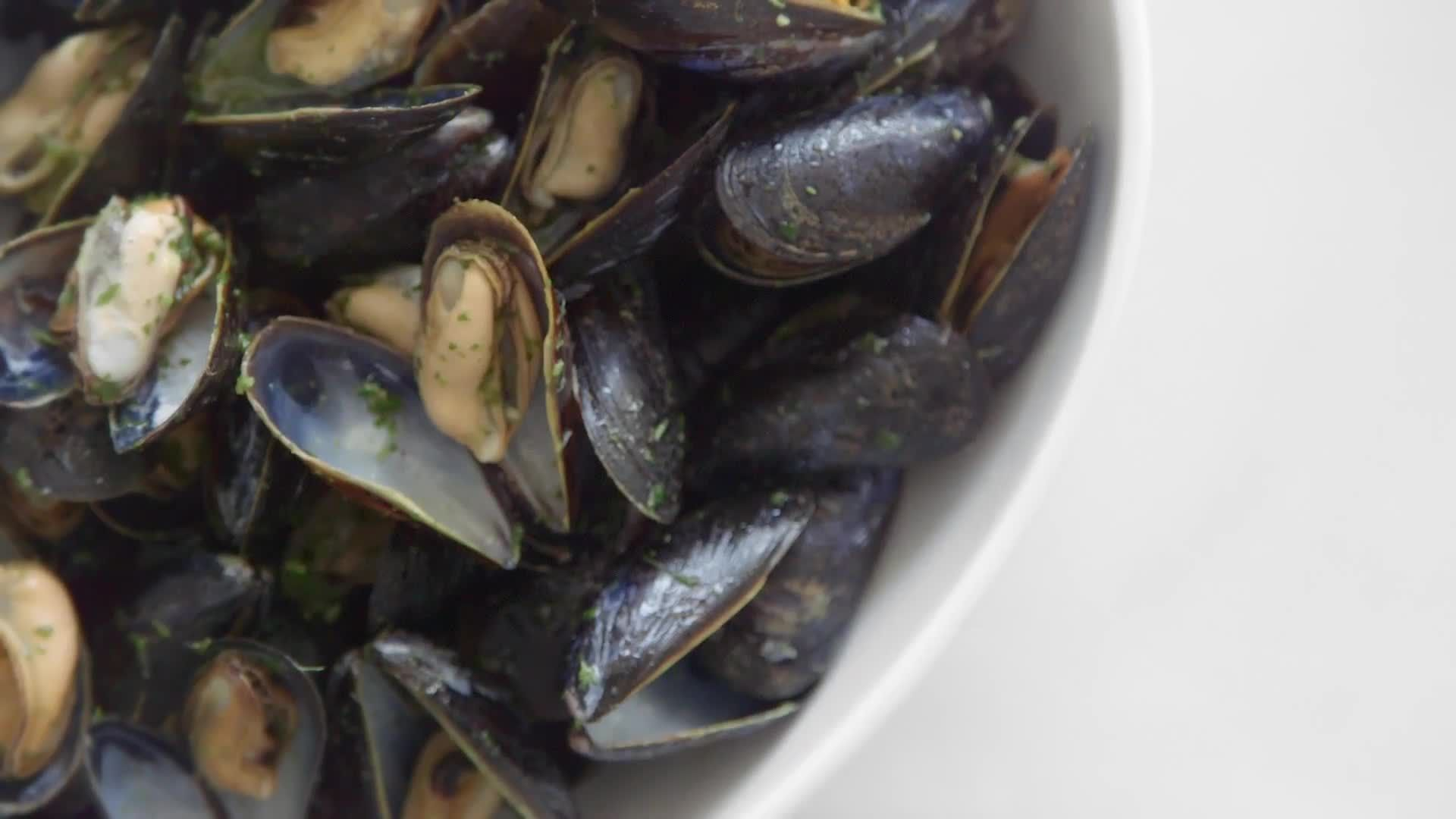 How to Make 3-Ingredient Mussels Dinner