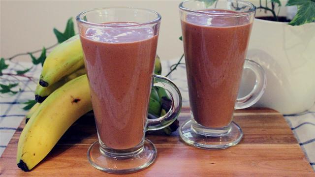 How to Make a Healthy Chocolate Milkshake