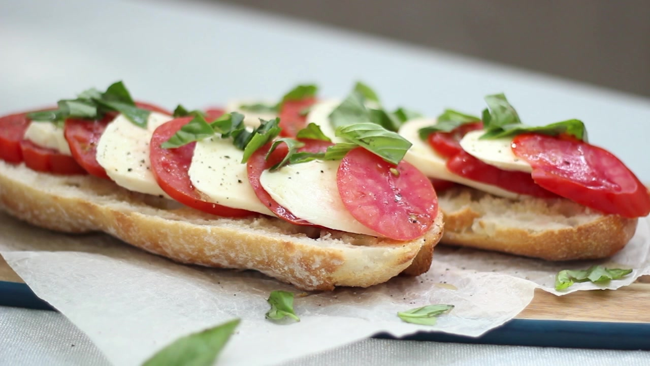 How to Make a Caprese Baguette
