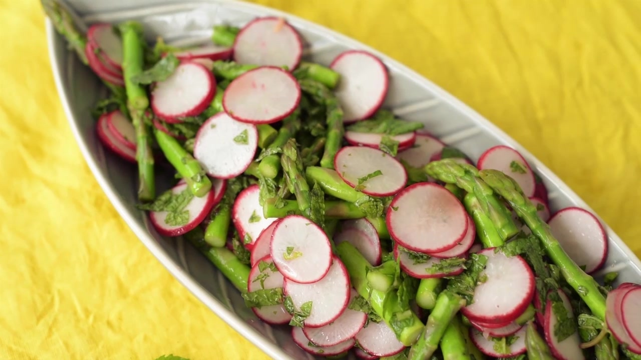 How to Make an Asparagus, Radish and Mint Salad