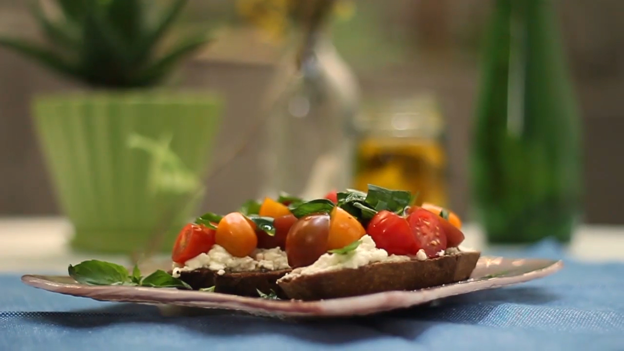 Heirloom Tomato and Ricotta Bruschetta Recipe