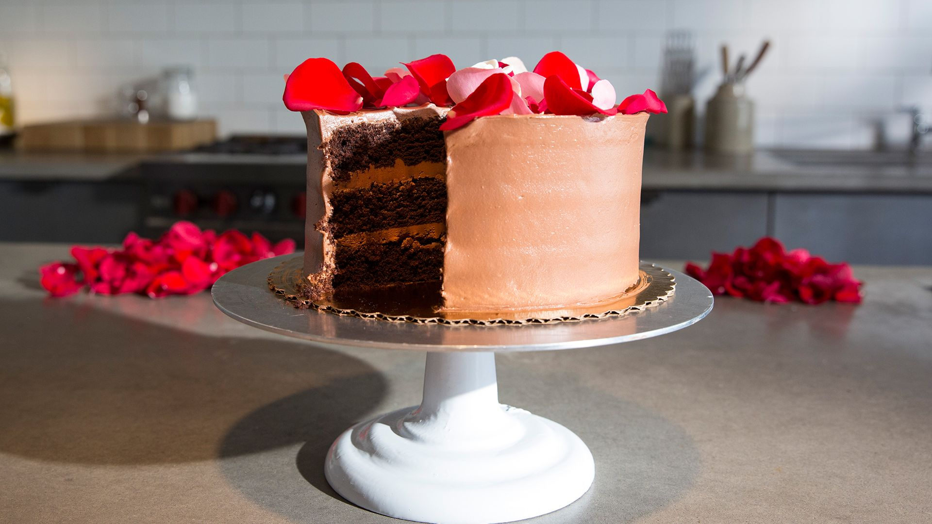 How to Make an Edible Rose Covered Cake for Your Valentine