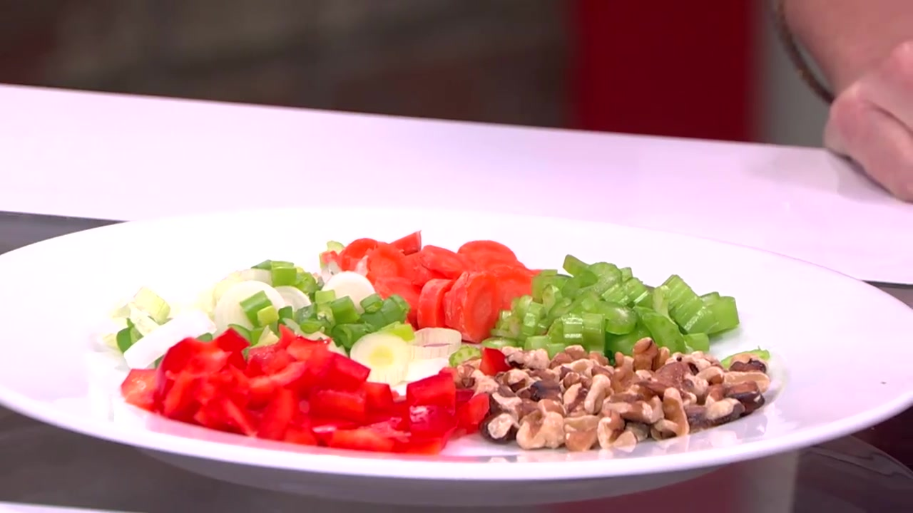 How to Make a Healthy Winter Salad