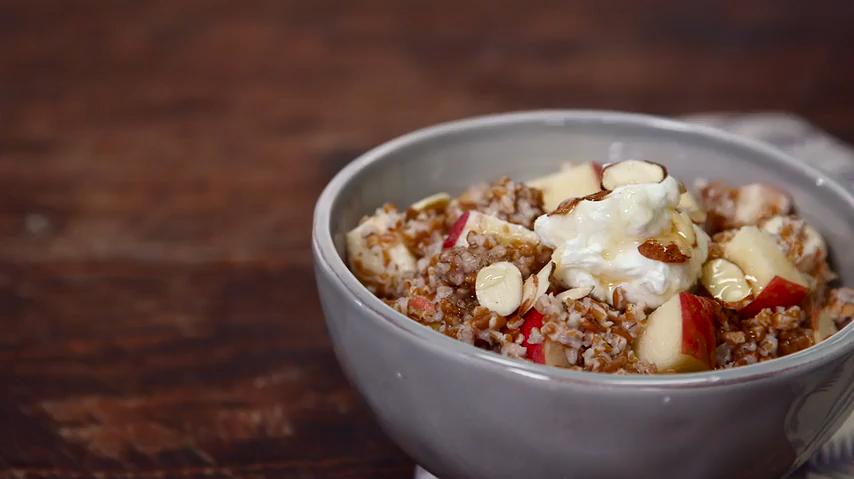 How to Make an Overnight Breakfast Bulgur Bowl