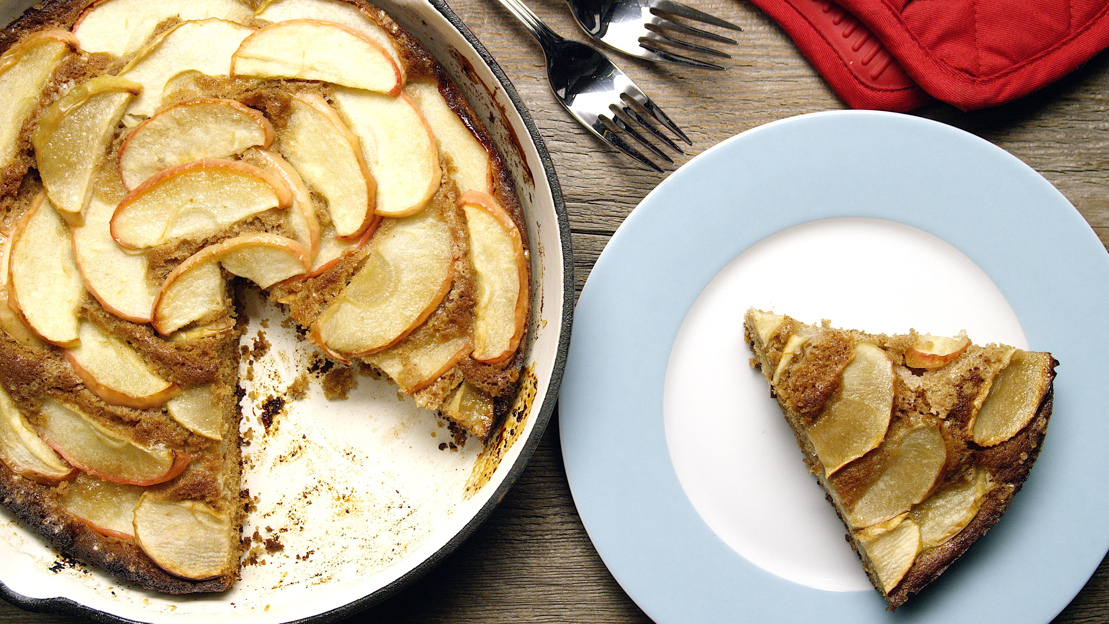 How to Make an Apple Skillet Cake