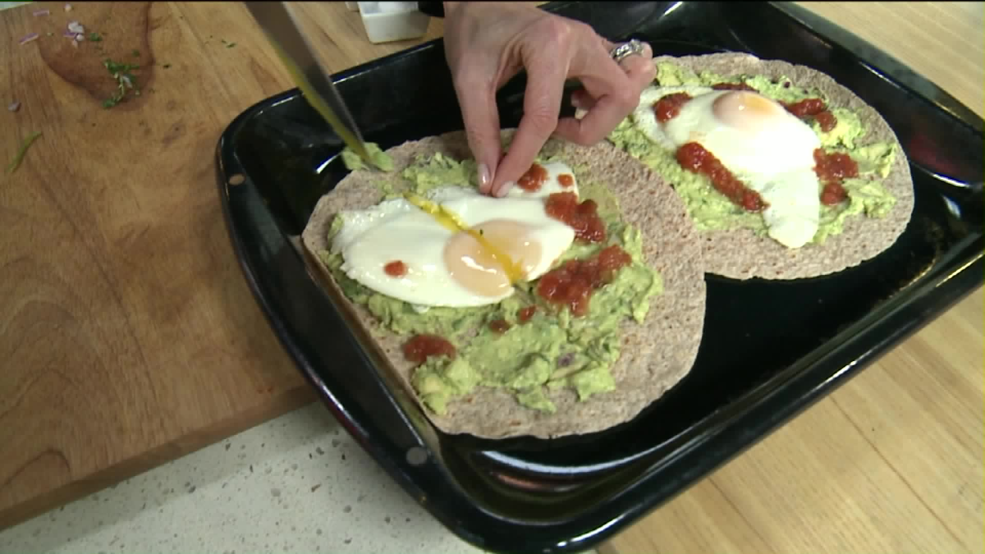 How To Make Avocado & Egg Breakfast Pizzas