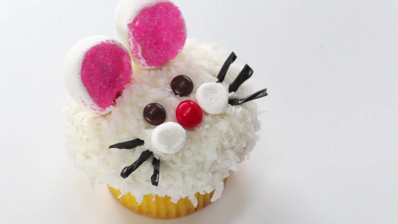 How to Make Spring Cupcakes 3 Ways