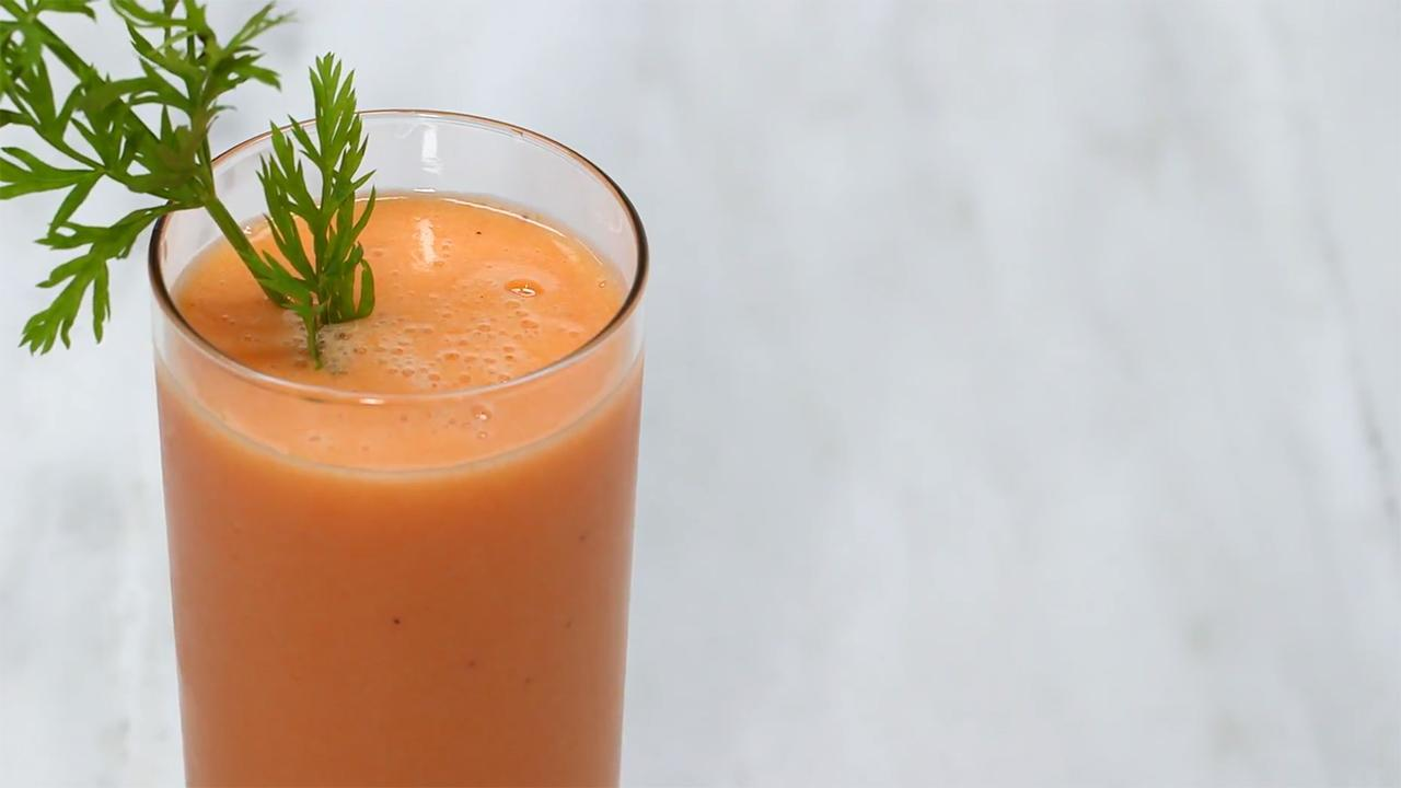This Carrot Pineapple Smoothie Will Get You out of Bed