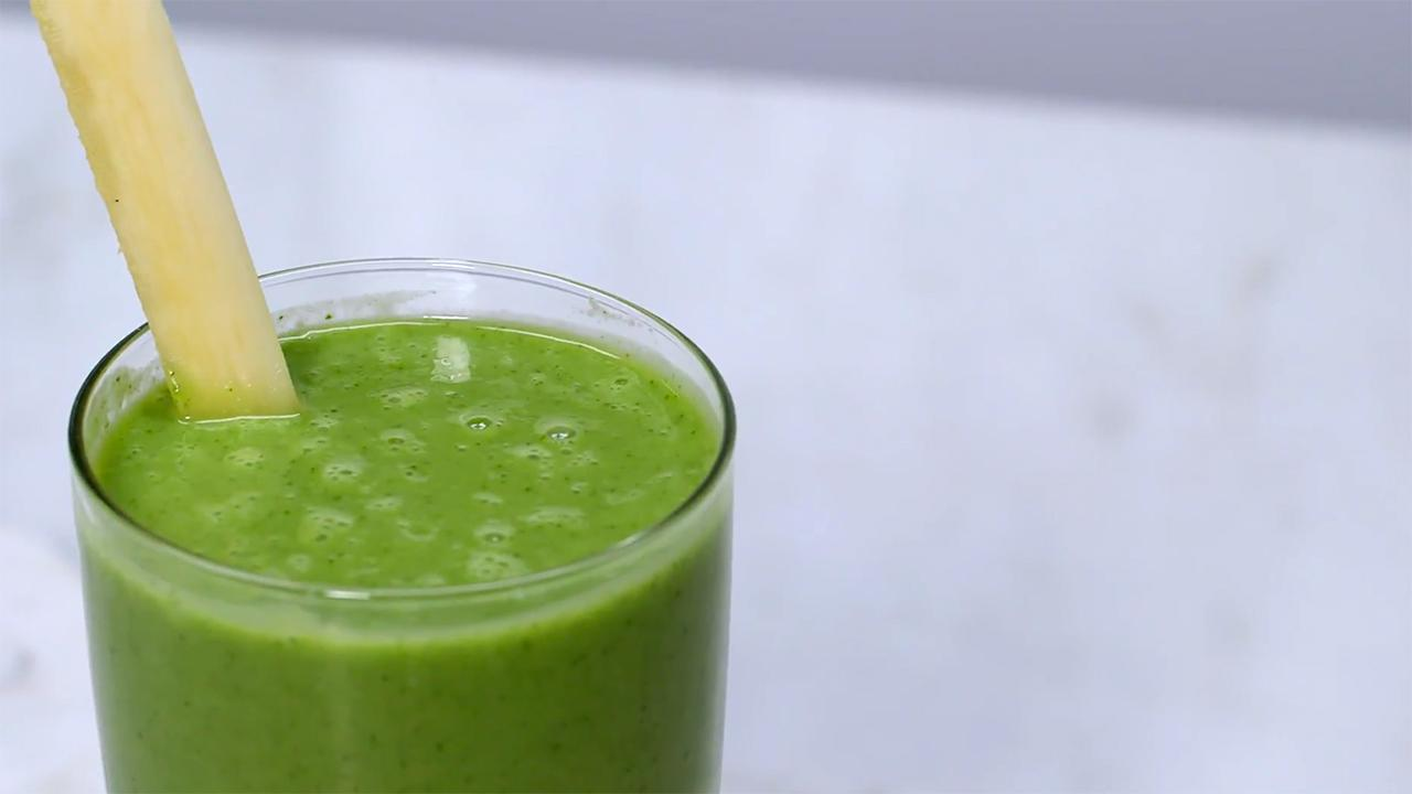 Start your Day with This Tropical Kale Smoothie