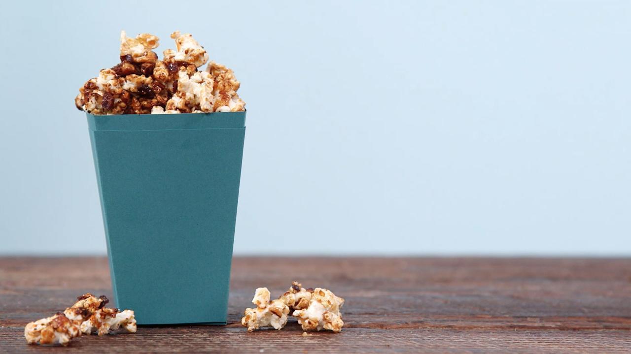 How to Make Caramel Bacon Popcorn