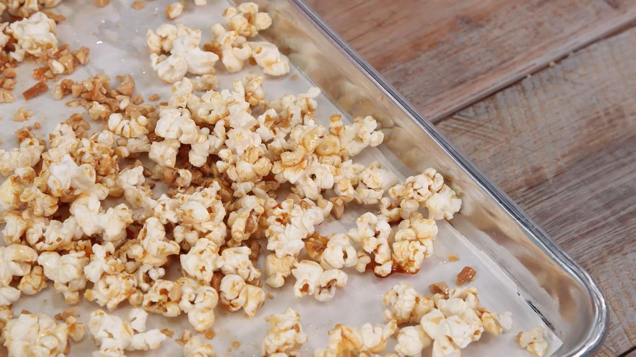 How to Make Honey Jalapeño Popcorn