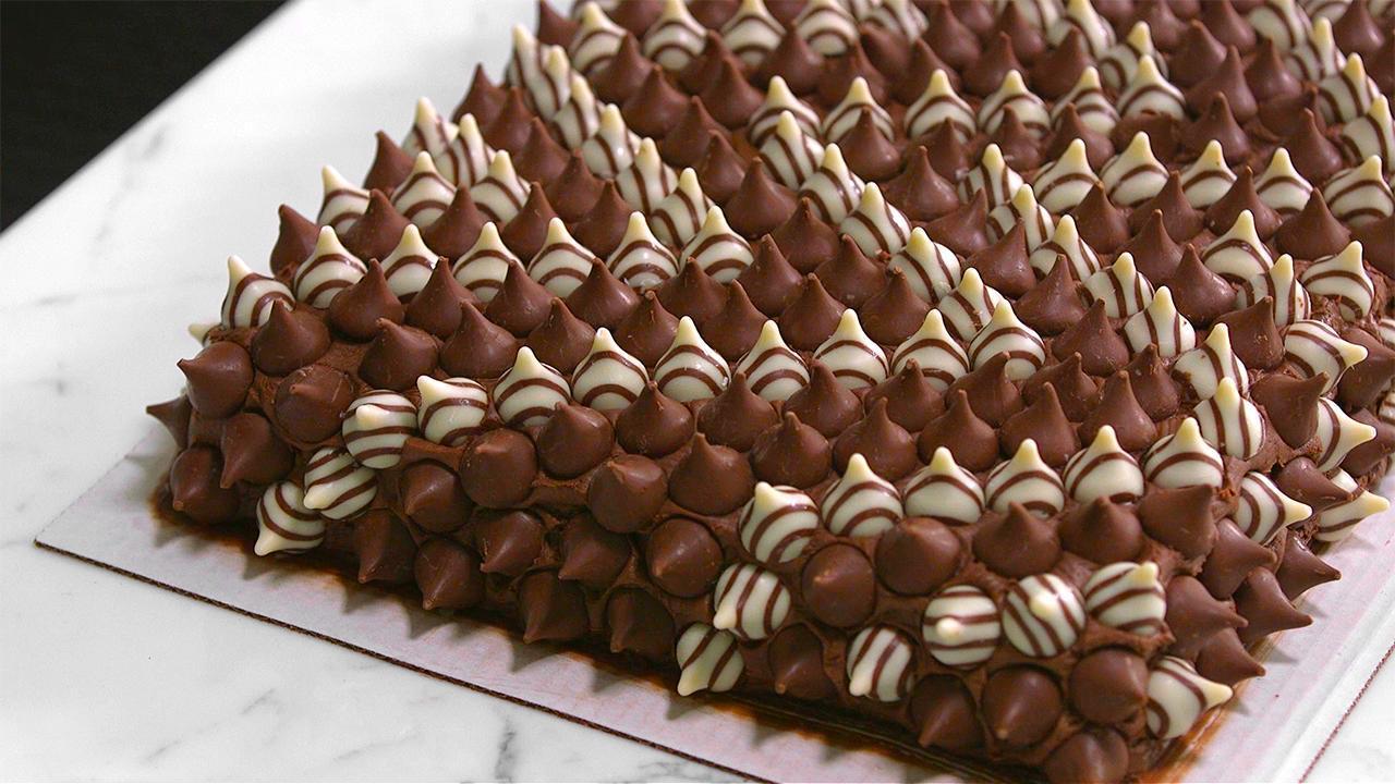How to Make a Costco Cake Look Like a Work of Art