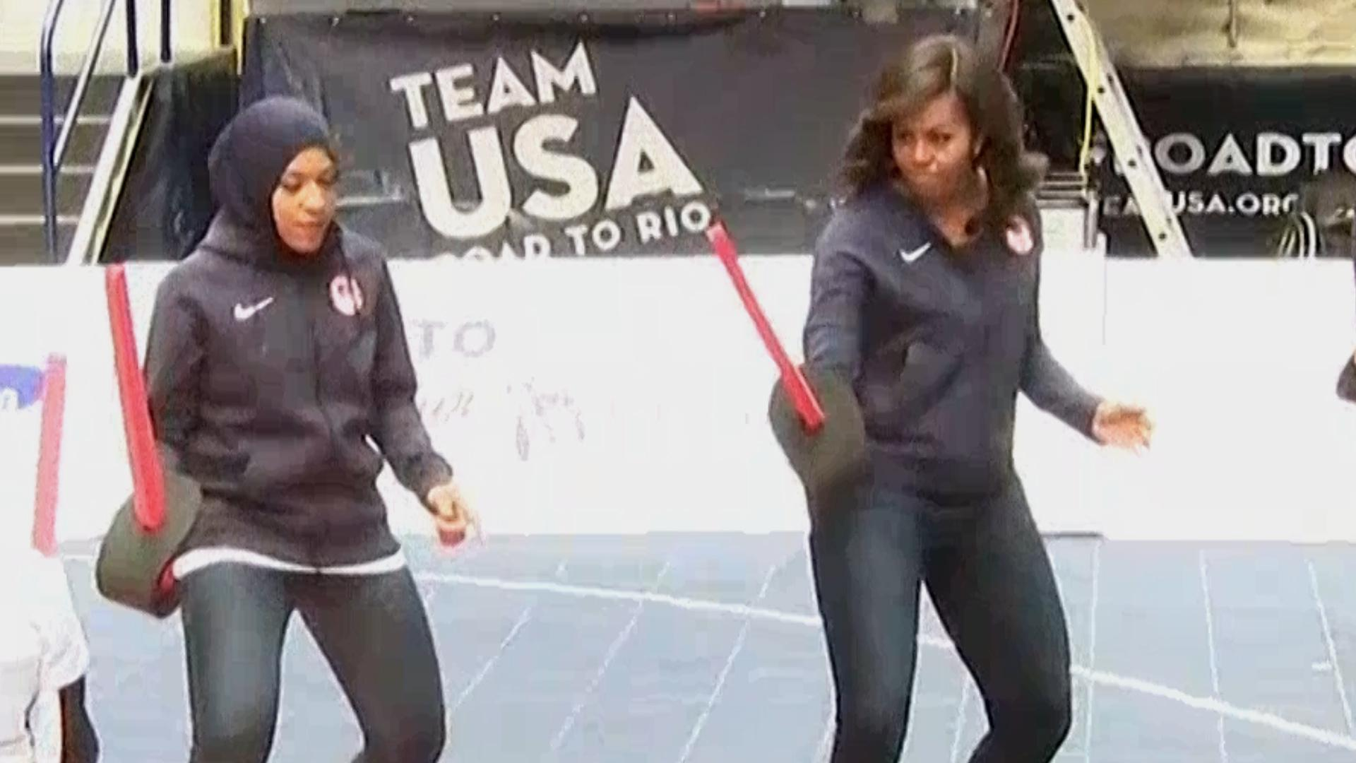 Michelle Obama Learned How To Fence With Team USA