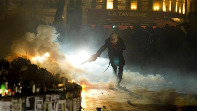 Police Use Tear-Gas on Labor Reform Protestors in Paris