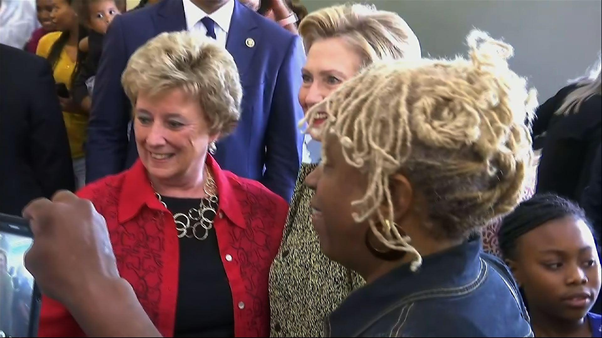 Raw: Clinton Chats Up Brunch Crowd in Indiana