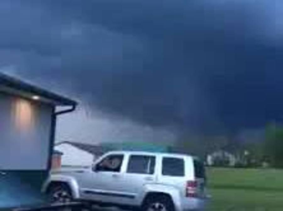 Possible funnel cloud spin-up in Cloverdale