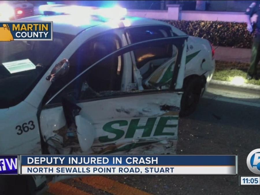 Martin County deputy injured in wreck
