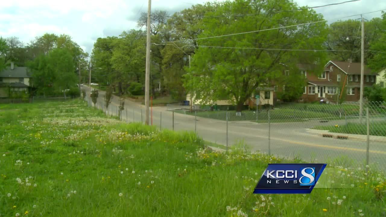Developers look for 'Plan B' to fill vacant lot