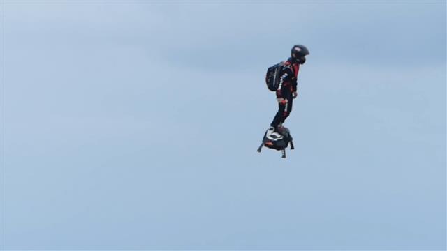 Record-breaking Hoverboard Flight