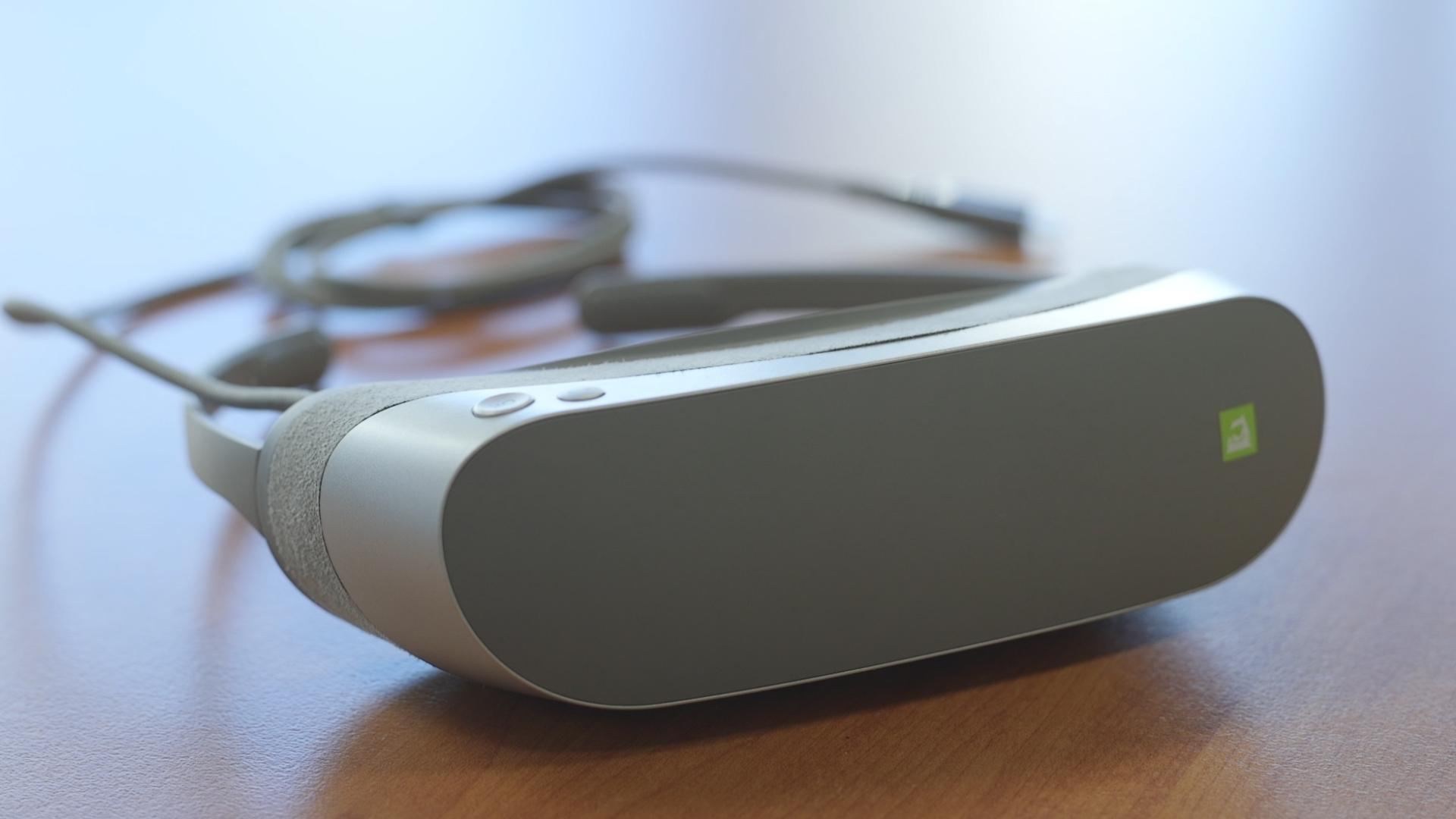LG's 360 VR Headset Doesn't Dazzle When It Comes to Virtual Reality