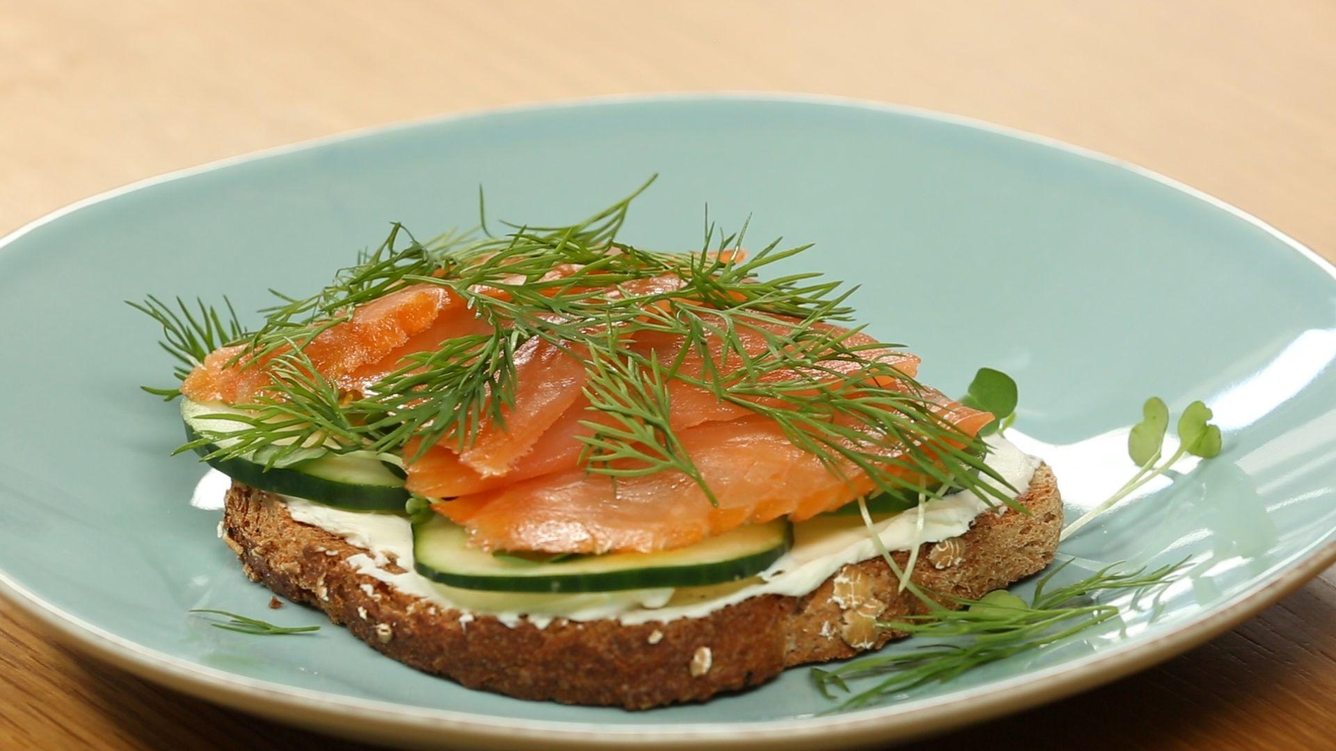 How to Make Healthy Smoked Salmon and Cucumber Breakfast Toast