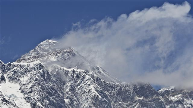 Everest Claims Four Hikers in Four Days