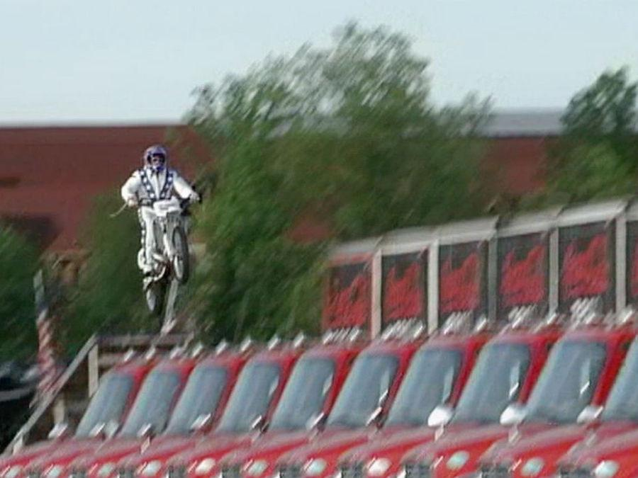Motorcycle stuntman Robbie Knievel jumps 24 trucks at Kings Island