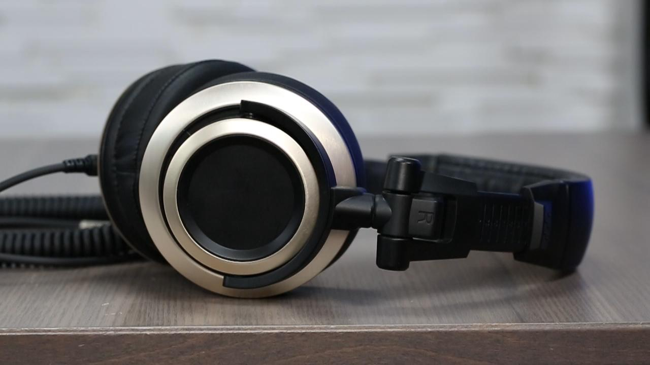 The Status Audio CB-1 headphones are no flash, all sound