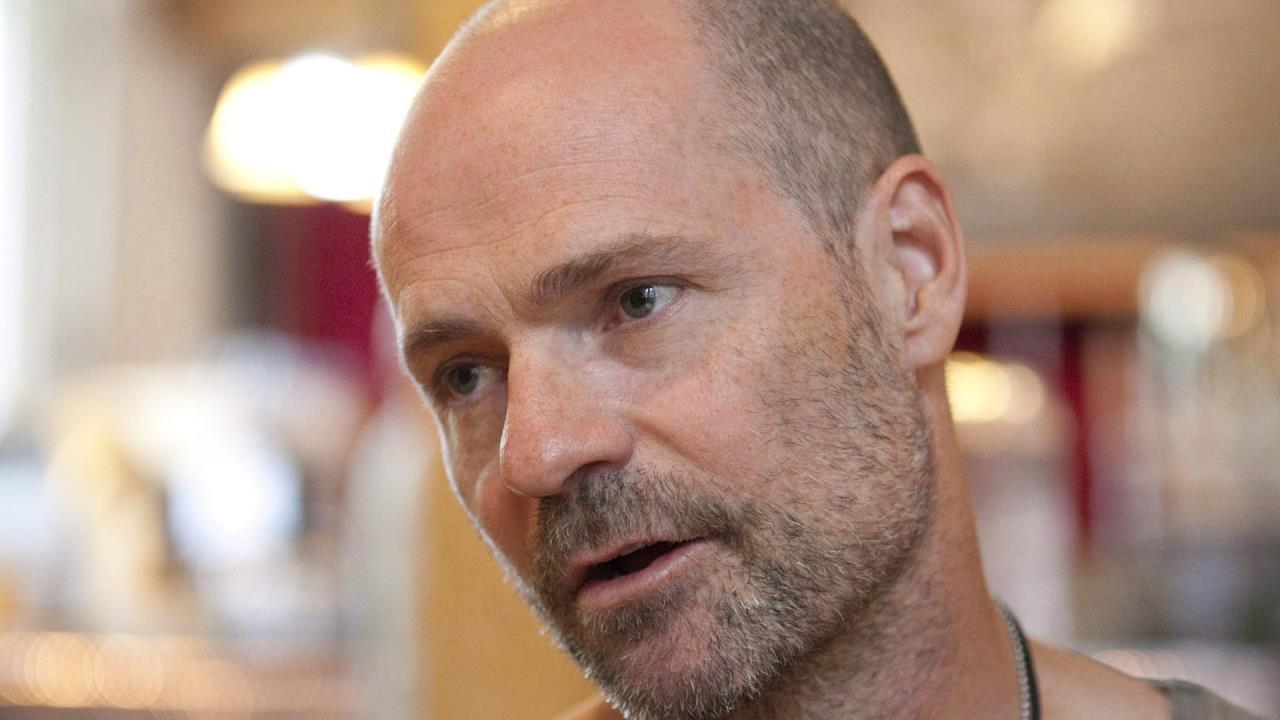 Gord Downie to tour with the Hip after cancer diagnosis: Manager