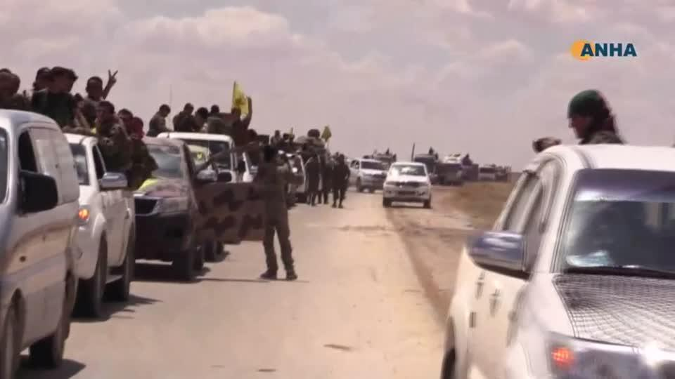 U.S.-backed Syrian rebel alliance begins offensive to seize territory north of Raqqa - amateur video