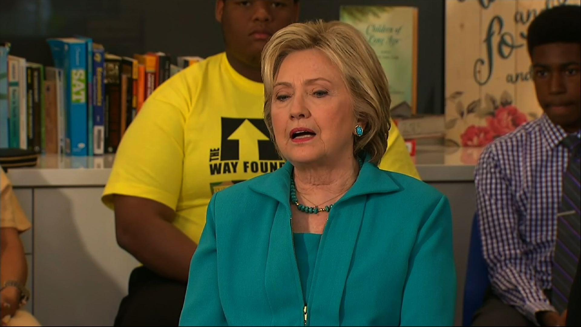 Clinton Campaigns in Calif., Talks Foster Care