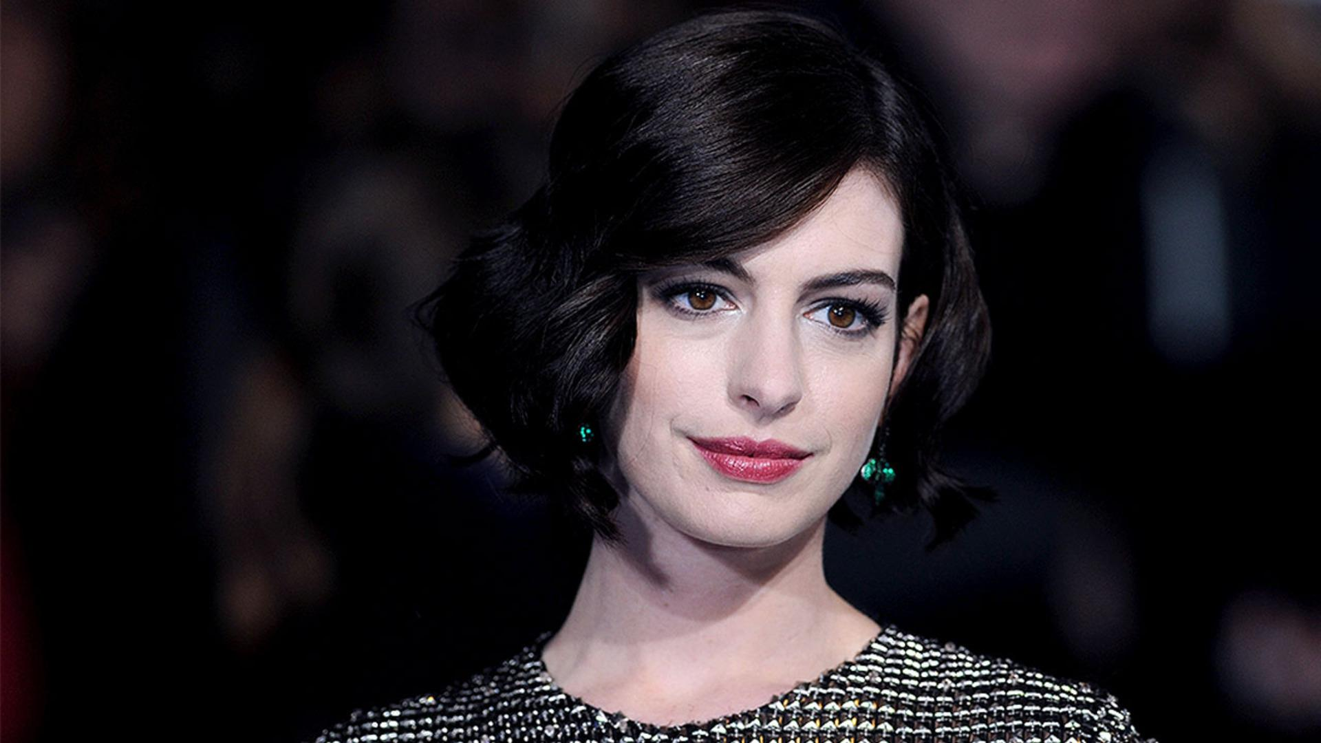 Anne Hathaway Throws Shade at Kardashians; Apologizes
