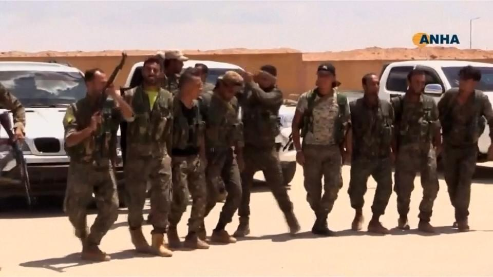 U.S.-backed Syrian rebels begin offensive near Raqqa