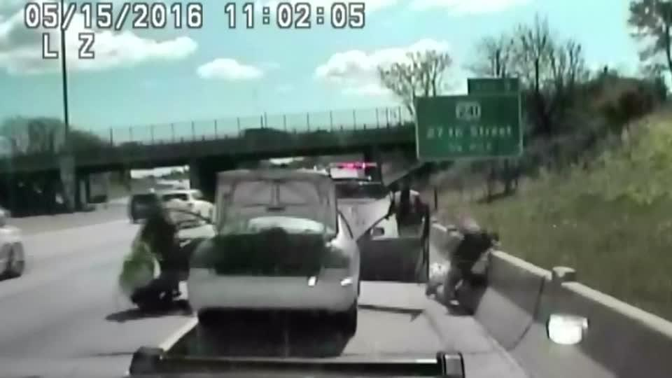 Video captures driver ramming police car before speeding off