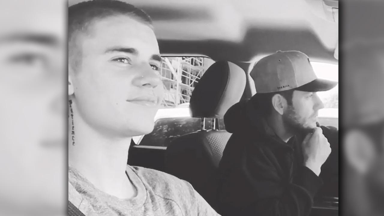 "Justin Bieber Sings Old School ""Teardrops On My Guitar"" & Gets Taylor's Approval"