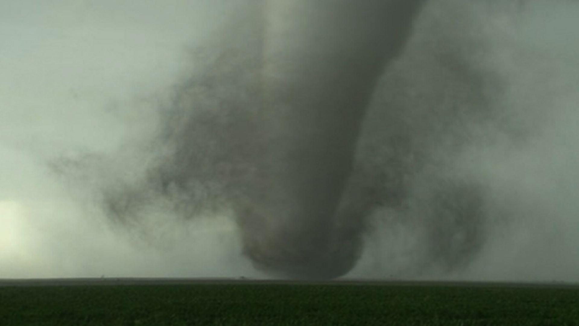 Raw: Severe Weather Hits Parts of Kansas, Okla.