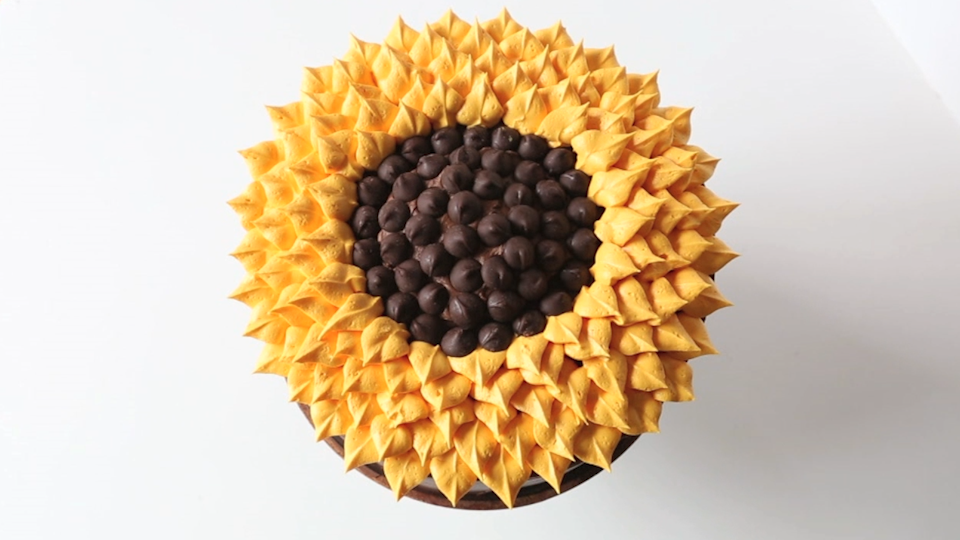 How to Frost a Sunflower Cake