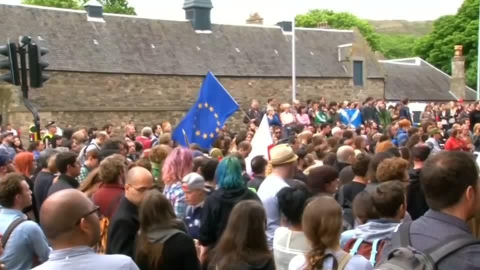 Pro-EU protest outside Scottish parliament after Brexit