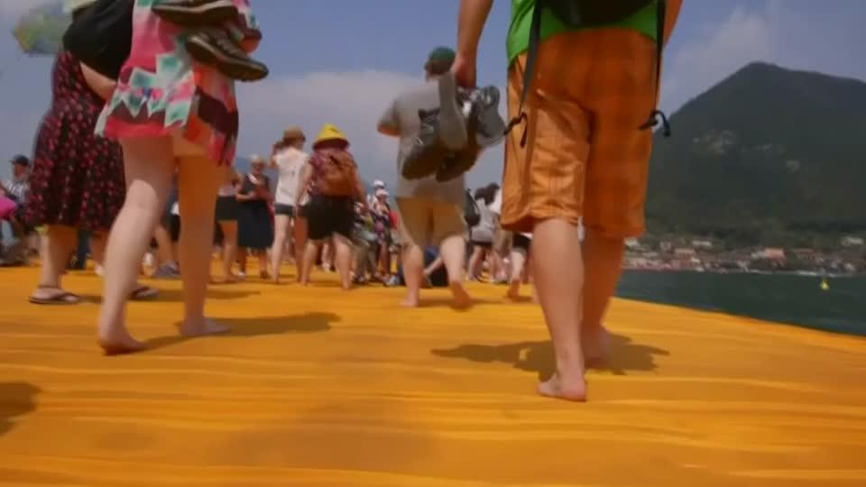 Crowds wowed by 'Floating Piers'