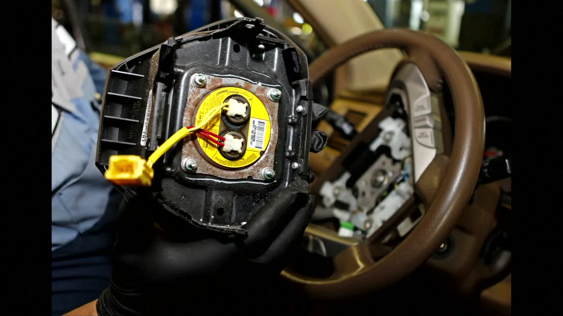 Takata boss to step down